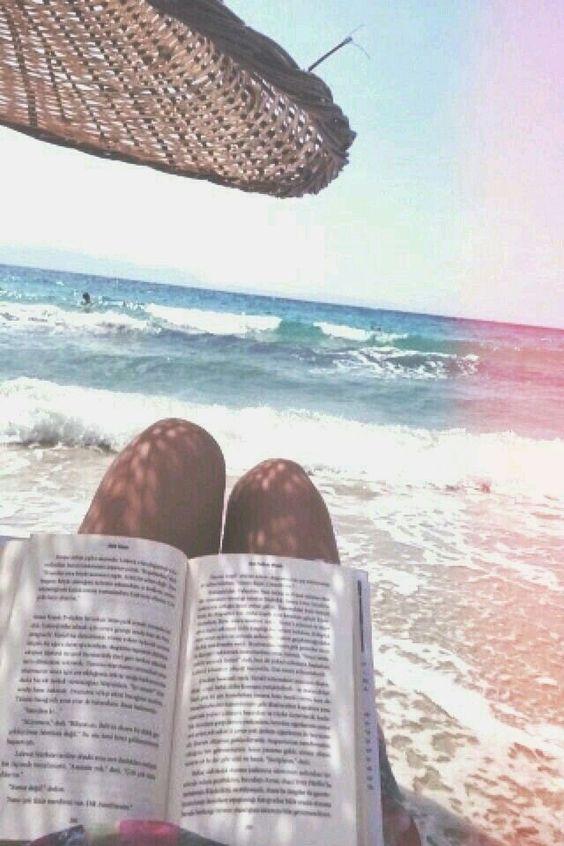czytanie na plaży