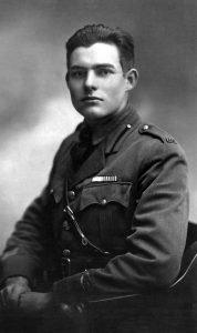 Odnaleziono pierwsze opowiadanie Ernesta Hemingwaya. Ernest Hemingway - sprawdź na TaniaKsiazka.pl!