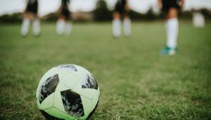 Książki piłkarskie - sprawdź na TaniaKsiazka.pl