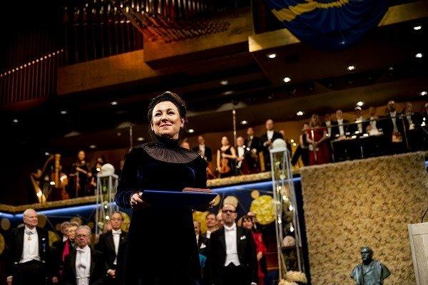 Olga Tokarczuk odbiera Nagrodę Nobla