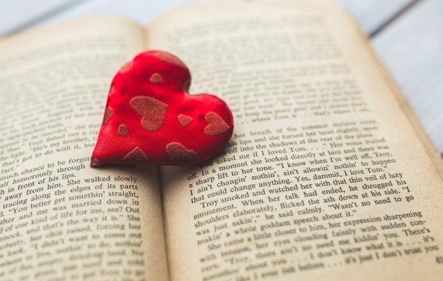 Książki na Walentynki dla niej - sprawdź na TaniaKsiazka.pl