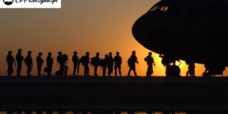 Pisarze science fiction w armii?